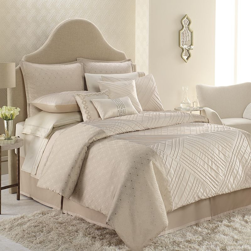 Elegant Bedroom with Porcelain 4 Piece Queen Ivory Bedding